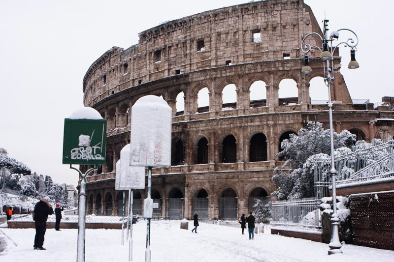 the-colosseum-in-the-snow-2012